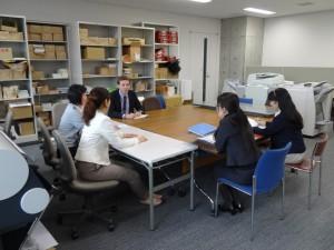 グローバルチーム(会議中)