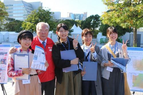 スズキの鈴木修会長を囲む愛知大学学生
